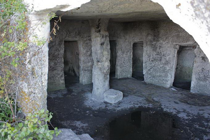 Мангуп-Кале, пещерный город, Крым